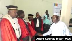 Les magistrats du Tchad saluant le ministre de la justice Pr Mahamat Hassan, N'Djamena, Tchad, 11 septembre 2017. (VOA/André Kodmadjingar)