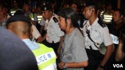 """香港示威常客立法会议员""""长毛"""" 梁国雄(美国之音图片)"""