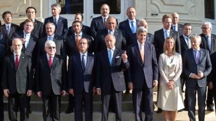 Paris'te düzenlenen uluslararası konferansa katılan 30 ülkenin temsilcileri