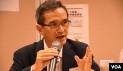 香港土地供应专责小组主席黄远辉。(美国之音汤惠芸拍摄)