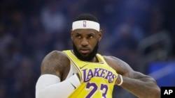 VOA连线(许湘筠):NBA超级球星批莫雷支持香港言论,美议员反唇相讥
