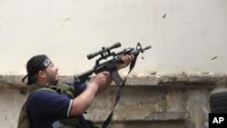 Suriyadagi tanazzul qo'shni Livanda aks-sado bermoqda. Bugun Livanning Tripoli shahrida Assadga xayrixoh guruhlar oppozitsiyani yoqlagan kuchlar bilan o'q almashdi.