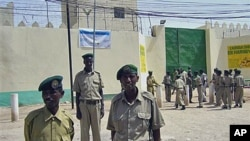 Guards stand outside the prison that houses 70 pirate inmates, in the breakaway northern republic of Somaliland. (file photo)