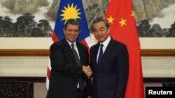 中國外長王毅在北京釣魚台國賓館會晤到訪的馬來西亞外長賽夫丁·阿卜杜拉。 (2019年9月12日)