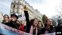 Việc cải tổ hưu bổng bị một số lớn dân chúng Pháp rầm rộ phản đối