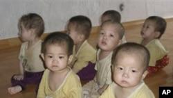 북한 청진시 고아원 영양부족 상태인 아동들 (자료사진)