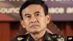 Tổng thư ký Hội đồng Hòa bình và Trật tự Quốc gia của Thái Lan, tướng Paiboon Koomchaya và cũng là người đặc trách các vấn đề tư pháp và pháp lý mở cuộc họp báo tai tại Bangkok, 23/7/14