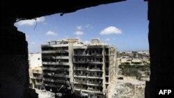 Máy bay của NATO hồi gần đây đã liên tục bắn phá khu vực gần khu nhà Bab-al-Aziziya của ông Gadhafi