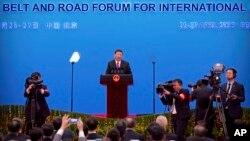 Presiden Xi Jinping memberikan keterangan pers usai forum Inisiatif Sabuk dan Jalan (BRI) yang diadakan di Beijing, China (foto: dok).