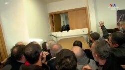 Ոստիկանությունը ներխուժել է Վրաստանի ընդդիմութան գրասենյակ և ձերբակալել առաջնորդ Նիկա Մելիային