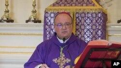 Arzobispo de Malta, Charles Scicluna, respetado experto del Vaticano en delitos sexuales, investigará en Chile acusaciones de pederastia contra obispo Juan de la Cruz Barros Madrid.