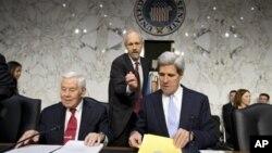 امریکی سینیٹ کی خارجہ امور کی کمیٹی میں بن غازی میں امریکی قونصلیٹ پر حملے سے متعلق سماعت کا ایک منظر- 20 دسمبر 2012