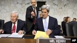 Le président de la commission des Affaires étrangères du Sénat John Kerry, D-Mass., lors des auditions sur l'attentat de Benghazi, Libye, Capitol Hill, Dec. 20, 2012.