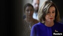 Ketua DPR Amerika Serikat Nancy Pelosi bersiap memberikan keterangan pers di Gedung Capitol, Washington DC, 9 Januari 2020. (Foto: Reuters)