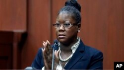 Trayvon Martin's mother, Sybrina Fulton, takes the stand during George Zimmerman's trial in Seminole County circuit court, Sanford, Florida, July 5, 2013.