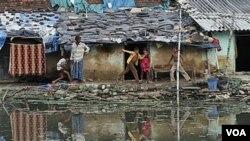 Los dos extremos aumentan, de un lado hay más pobres y del otro más ricos.
