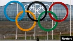 2014년 소치 동계올림픽이 열릴 경기장 앞에 오륜이 걸려있다.