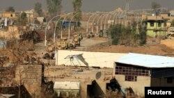 وسایط نقلیۀ پیشمرگان در حال پیشروی به طرف شرق موصل