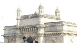 آقای اوباما و همسرش میشل، از یک یادمان در هتل تاج محل دیدن کردند