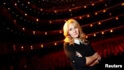 """Penulis J.K. Rowling berpose saat mempromosikan buku fiksi dewasanya """"The Casual Vacancy"""" di Lincoln Center, New York. (Foto: Dok)"""