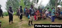 Situasi di Papua setelah adanya penembakan oleh kelompok bersenjata. (Foto: Courtesy/Polda Papua)