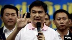 Perdana Menteri Thailand Abhisit Vejjaiva (foto: dok) bertekad menghentikan kekerasan di Thailand selatan.