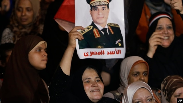 Woman holds poster of Egyptian Defense Minister General Abdul Fatah al-Sisi, Tahrir square, Cairo, July 19, 2013.
