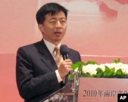 台湾文建会主委盛治仁
