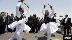 رقص محلی سیستان و بلوچستان در حاشیه اجلاس کشورهای حاشیه اقیانوس هند. عکس: مهدی جعفری، ایرنا