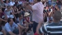 突尼斯反對派政壇人士喪禮發生抗議