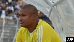 Le directeur général de l'équipe nationale de football du Gabon, Daniel Cousin, assiste au match de qualification pour la Coupe du Monde de football FIFA 2018 entre la Côte d'Ivoire et le Gabon au Stade la Paix de Bouaké, le 5 septembre 2017.
