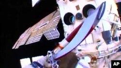 Ruski kosmonauti izneli Olimpijsku baklju u svemir