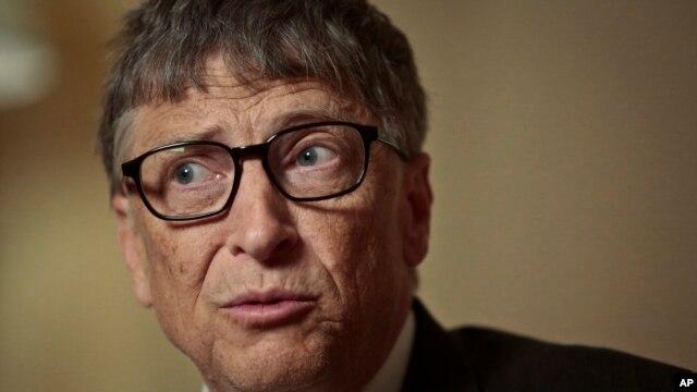 Gates también lidera la lista del hombre más rico del mundo en general. La mujer más adinerada de la lista es la viuda de Steve Jobs, que heredó la fortuna de su esposo, y el más joven de esta lista de ricos es el fundador de Snapchat.