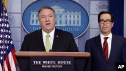 美國國務卿蓬佩奧(左)和財政部長姆努欽在白宮的記者會上宣布對伊朗實施新一輪嚴厲制裁。(2020年1月10日)