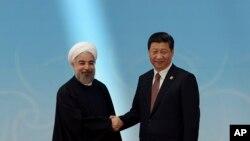 2014年5月21日,习近平在上海与出席亚信峰会的伊朗总统鲁哈尼握手