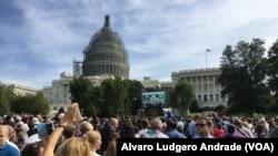 Multidão assiste ao discurso de Papa Francisco no Capitólio. Washington DC, 24 Set. 2015