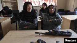 Polisi wanita Afghanistan mengikuti pelatihan di sebuah kelas di Akademi Polisi Nasional Afghanistan (Foto: dok).