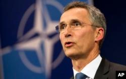 ຫົວໜ້າອົງການ NATO ທ່ານ Jens Stoltenberg ກ່າວຕໍ່ບັນດານັກຂ່າວ ຢູ່ກອງບັນຊາການ ທີ່ ນະຄອນ Brussels.