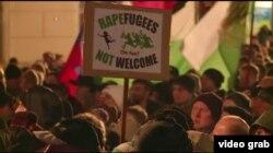 德国反移民团体举行街头抗议(VOA视频截图)