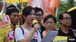 民陣發起人陳倩塋表示,這段時間是民意爭奪的關鍵時刻。(美國之音湯惠芸拍攝)