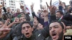Demonstran Aljazair meneriakkan slogan-slogan anti-pemerintah dalam protes Sabtu (12/2).