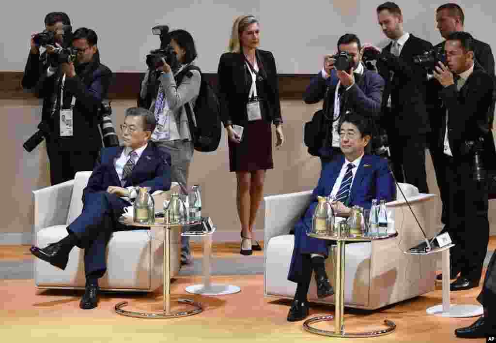 حضور «مون جای این» رئیس جمهوری کره جنوبی به همراه شینزو آبه، نخست وزیر ژاپن در نشست سران گروه ۲۰ در هامبورگ