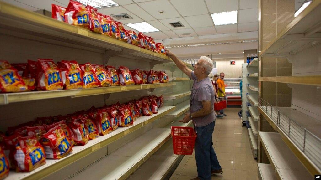 委�热鹄�首都加拉加斯一家超市的�架上除�乾外空空如也(2018年3月23日)