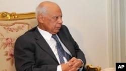 Hazem El Beblawi – mantan ekonom dan Menteri Keuangan Mesir – telah ditunjuk menjadi Perdana Menteri sementara Mesir (9/7).