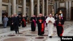 Paus Fransiskus setibanya di Gereja Basilika Santa Maria Maggiore di Roma (14/3). Konferensi Waligereja Indonesia (KWI) menyambut baik terpilihnya Kardinal Jorge Mario Bergoglio sebagai Paus Fransiskus I.