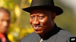 Presiden Nigeria Goodluck Jonathan berkunjung ke negara bagian Borno yang bergolak (foto: dok).