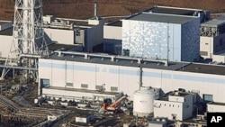 鸟瞰在地震中损毁的福岛核电站