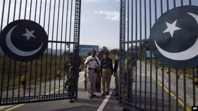 Binh sĩ Pakistan gần Lằn ranh Kiểm soát ở Kashmir, trong khu vực Poonch-Rawalakot, khoảng 250 km (156 dặm) từ Jammu, Ấn Độ.