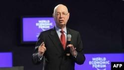 Ông Klaus Schwab, nhà sáng lập diễn đàn Davos nói chuyện tại hội nghị