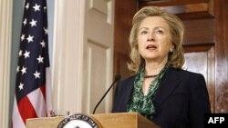 Ngoại Trưởng Clinton nói cái chết của bin Laden đến giữa biến động chính trị ở Trung Đông và Bắc Phi, qua đó những người biểu tình đòi dân chủ bác bỏ đường lối cực đoan và tìm kiếm tiến bộ ôn hòa dựa trên những quyền phổ quát.